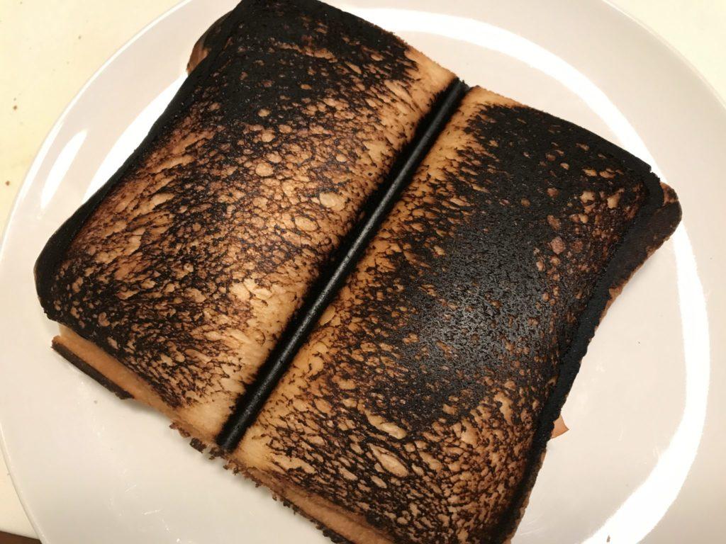 2枚以上連続して焼く時には焦げないように注意