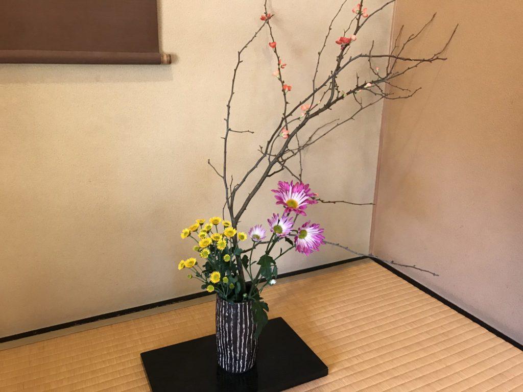 綺麗に飾られた生け花
