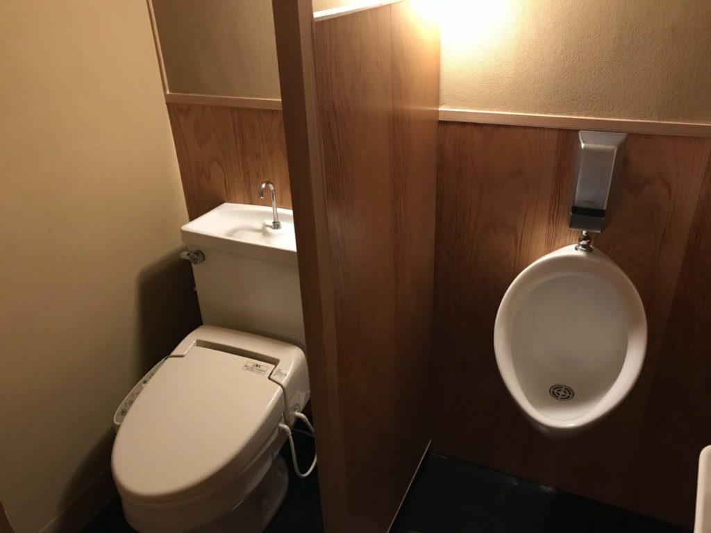 トイレは男性用の小便器も