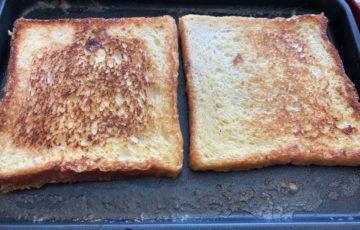 フレンチトーストを弱火でじっくり焼く